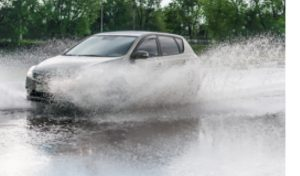 Keep moving forward when driving in flooded water